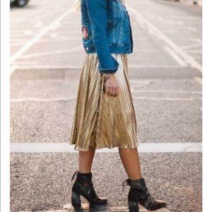 LULAROE || gold foil Jill pleated skirt size small